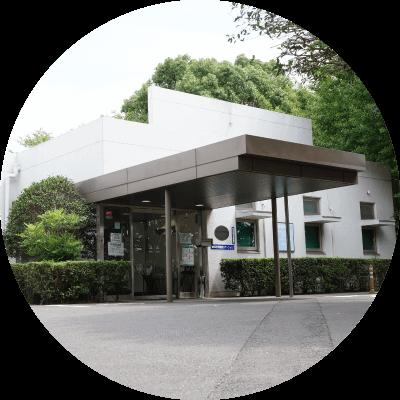 同じ敷地内にある「武村内科医院」