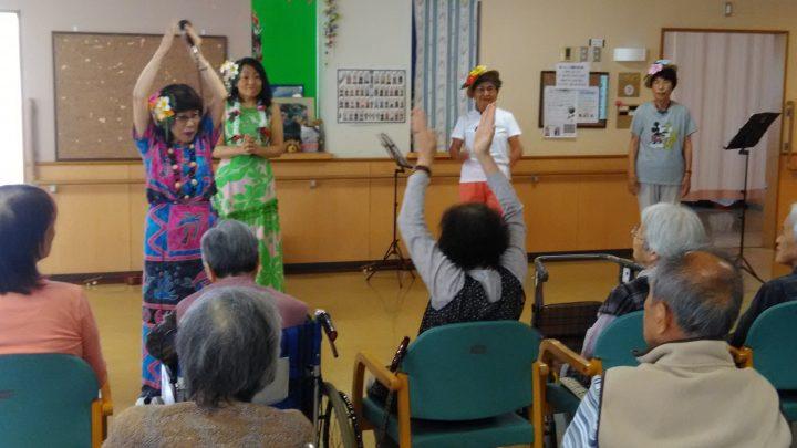 ボランティアサークル「マロン」さんのハワイアン ♬
