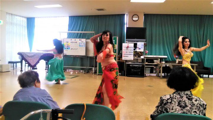 華やかなベリーダンスを見ることが出来ました!