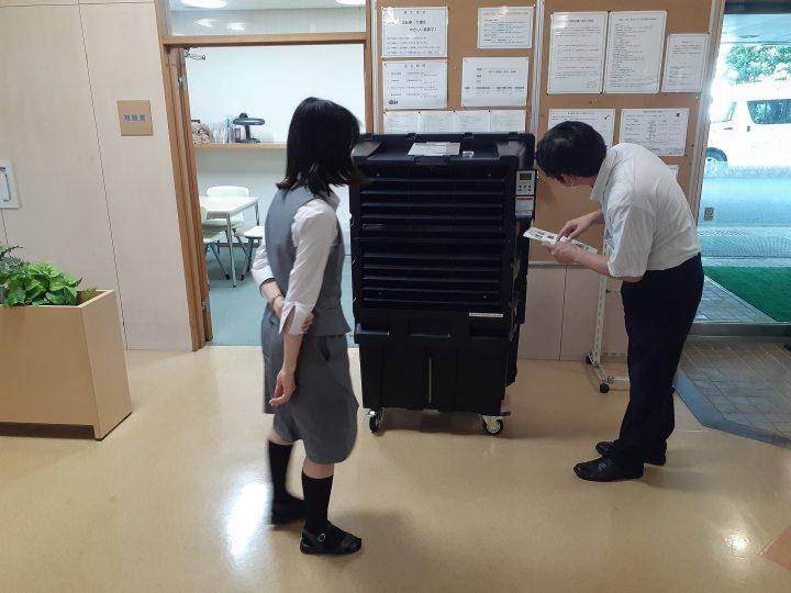 暑さ対策で業務用気化式冷風機をお試し!